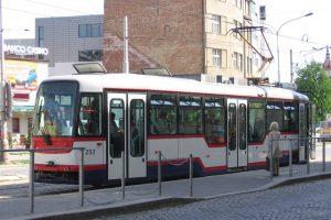 Tramvaj Vario LF v Olomouci. Foto: Autor: Radek Bartoš – Vlastní dílo, CC BY 2.5, https://commons.wikimedia.org/w/index.php?curid=2104586