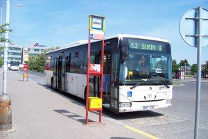 Autobusové nádraží Zličín. Autor: cs:ŠJů – Vlastní dílo, CC BY-SA 3.0, https://commons.wikimedia.org/w/index.php?curid=6875647