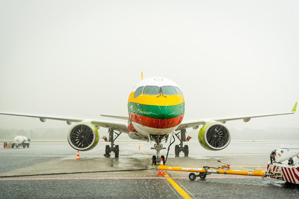Airbus A220-300 v barvách litevské vlajky. Foto: airBaltic