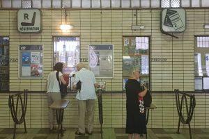 Původní pokladny na Masarykově nádraží. Foto: Jan Sůra