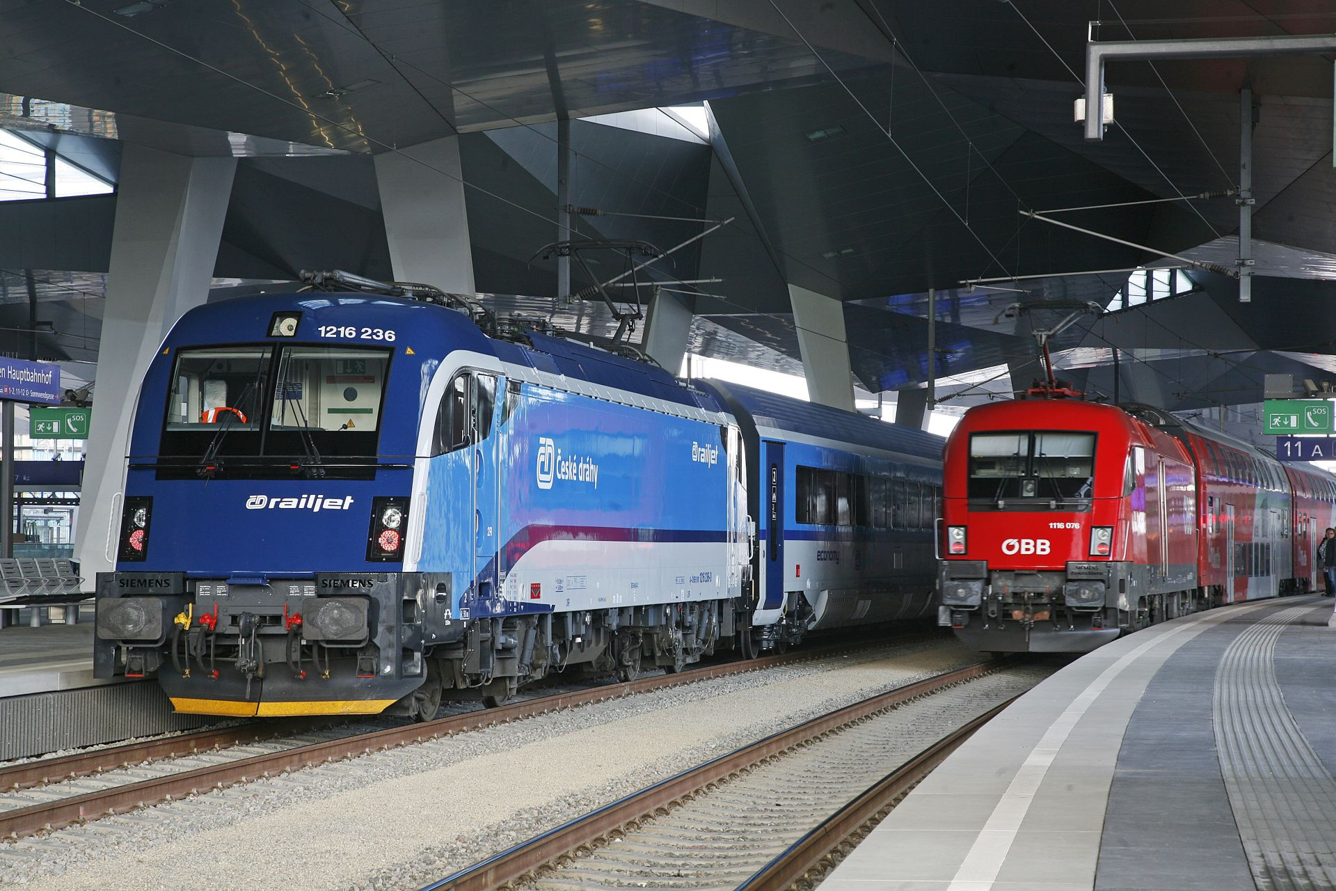 Lokomotiva Siemens Taurus v barvách ČD a ÖBB. Foto: České dráhy