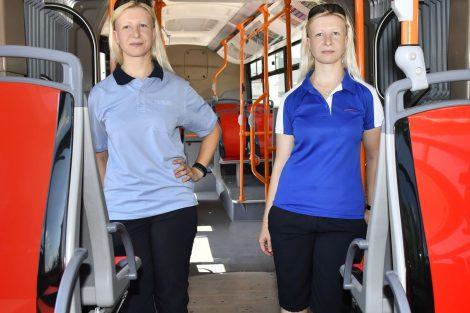 Stávající (vlevo) a nová uniforma pro řidičky DPMB. Foto: DPMB