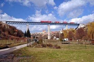 Viadukt ve Znojmě s vlakem ÖBB do Vídně. Foto: Exprojekt