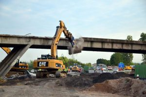 Demolice mostu, ilustrační foto. Pramen: ŘSD