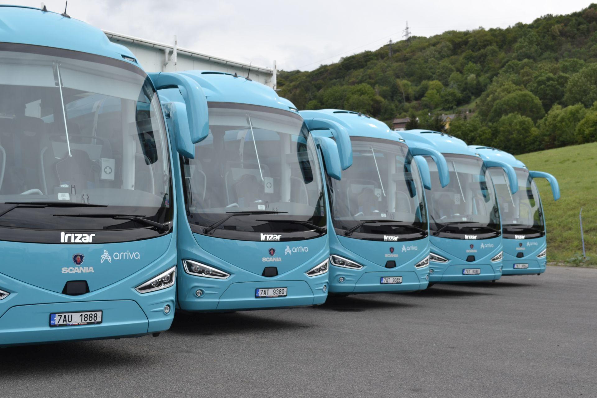 Autobusy Scania Irizar i6 v korporátním nátěru Arriva Express. Foto: Arriva