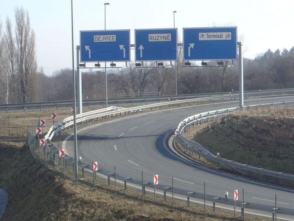 Mimoúrovňová křižovatka Přední Kopanina, odkud má pokračovat Pražský okruh k Suchdolu. Foto: okruhprahy.cz