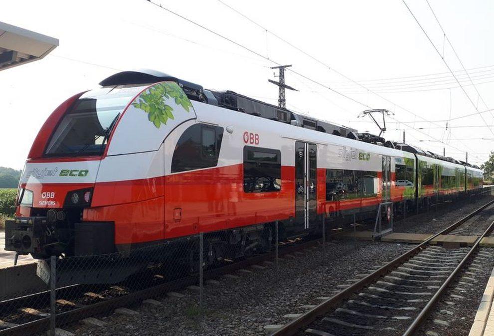 Elektrická jednotka Siemens Desiro ML eco s bateriemi, které umožní provoz mimo elektrizované úseky. Foto: ÖBB