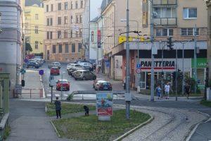 Pohled na tramvajovou trať v Jablonci nad Nisou z Tyršových sadů do ulic Budovatelů a Poštovní. Foto: Petr Vitvar / www.mestojablonec.cz