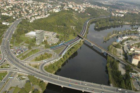 Původní návrh počítal s vedením okruhu Povltavskou ulicí, nově povede kompletně tunelem. Foto: Satra