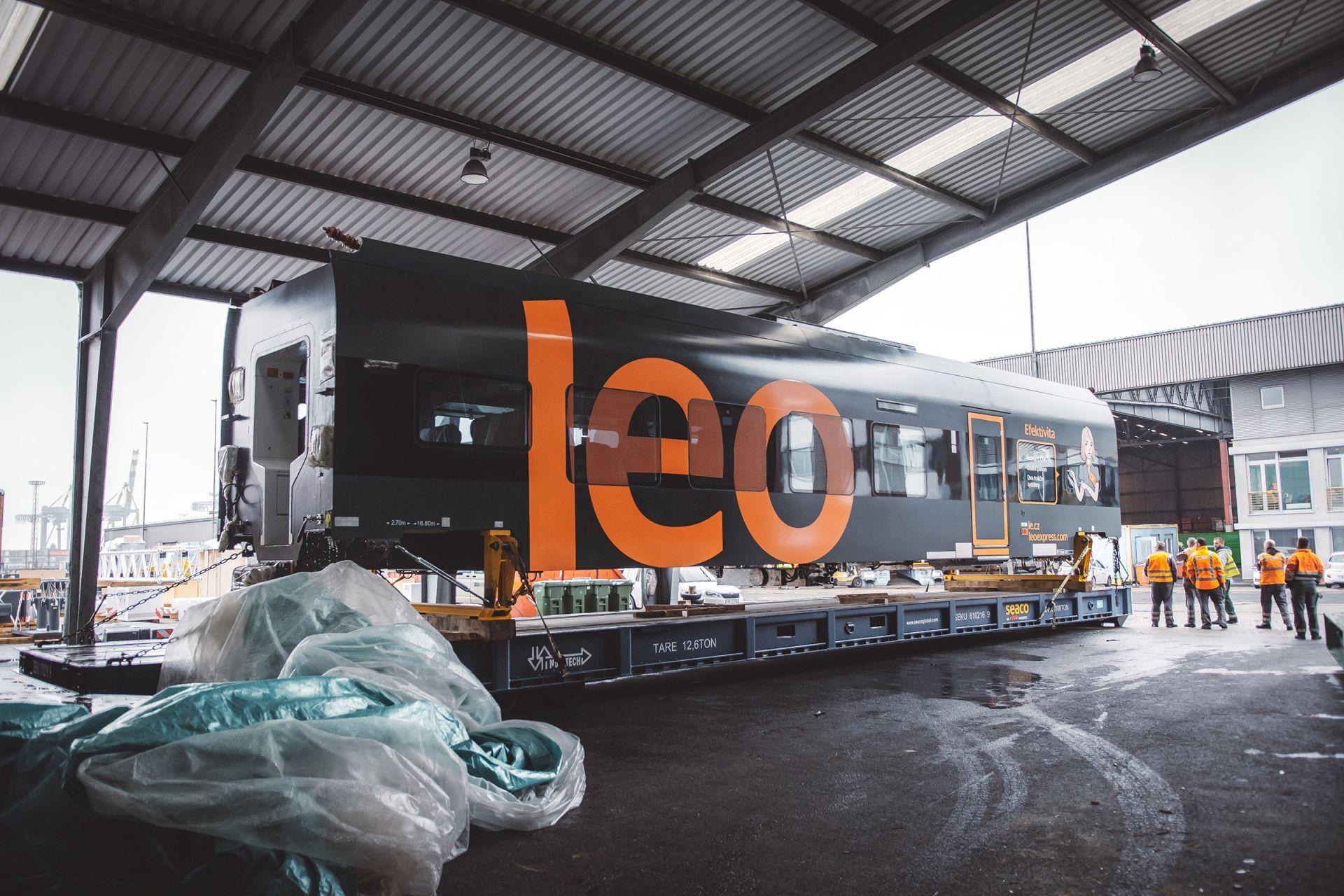 "Elektrická jednotka ""Sirius"" od CRRC pro Leo Express po vykládce z lodi v Brémách. Foto: Leo Express"