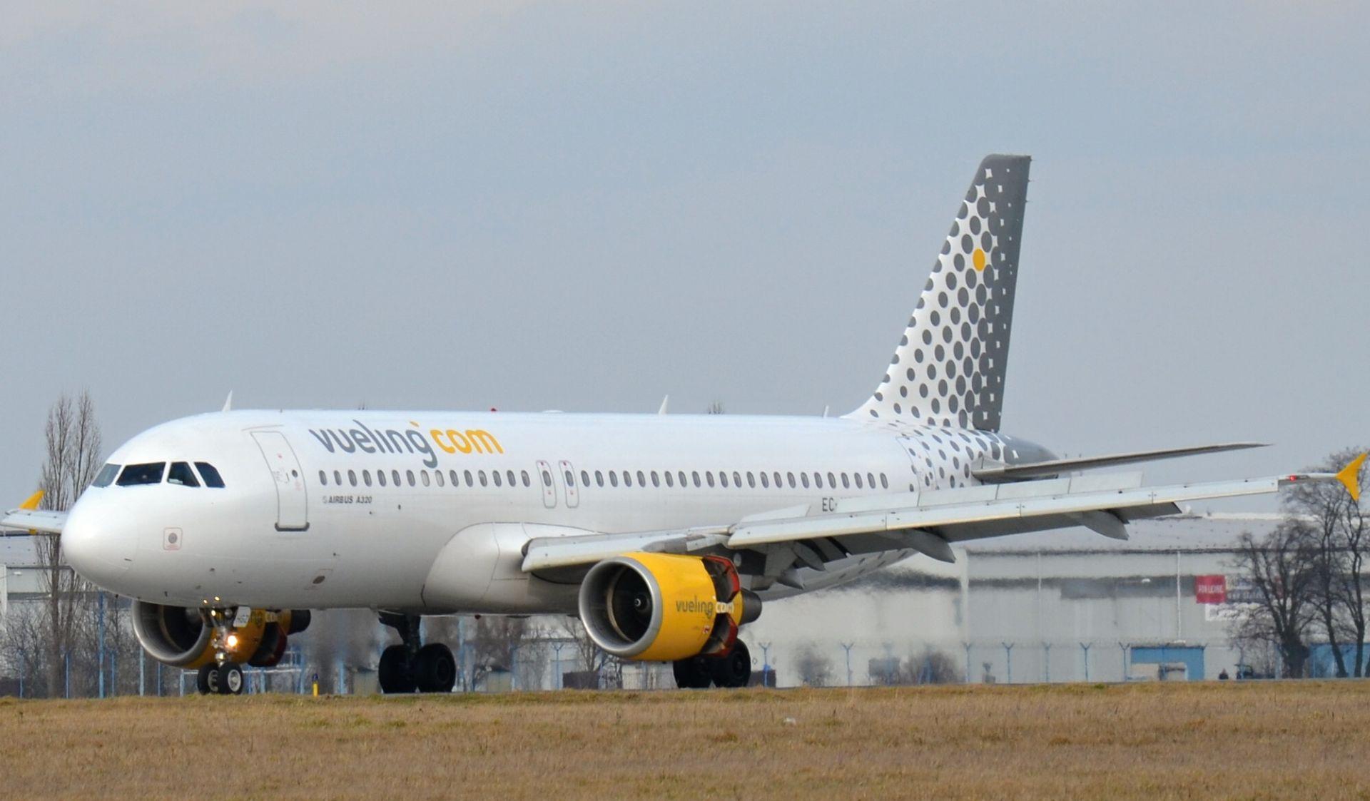 Letadlo společnosti Vueling v Praze. Pramen: Letiště Praha
