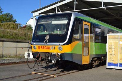 Motorová jednotka 628 v barvách RegioJetu pro Ústecký kraj