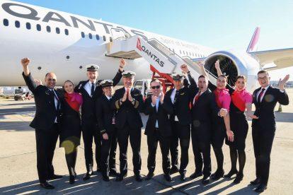 Posádka letu QF7879 po přistání v Sydney. Foto: James D Morgan / Qantas