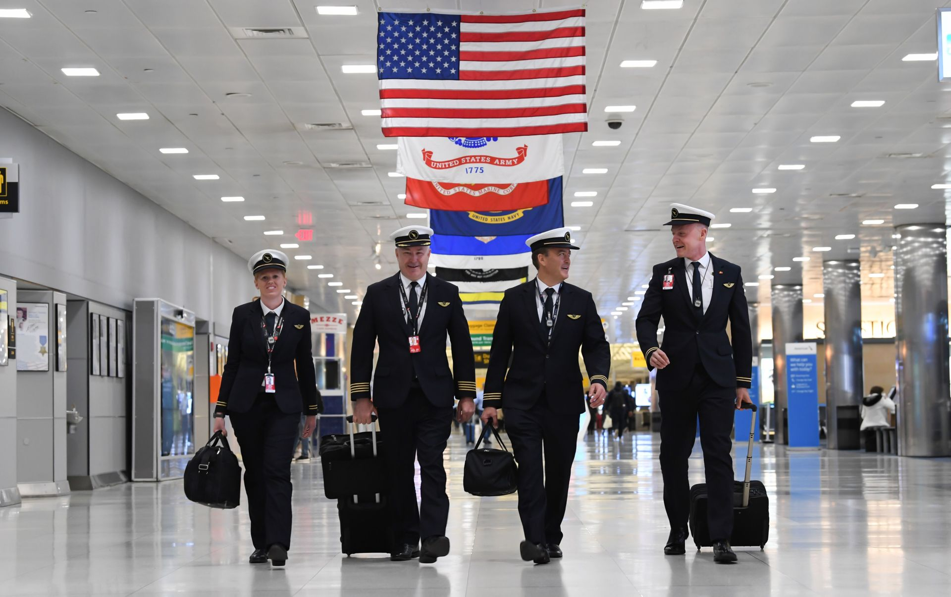 Posádka letu QF7879 před odletem z New Yorku. Foto: James D Morgan / Qantas