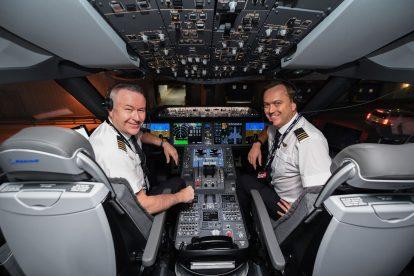 Piloti letu QF7879 před odletem z New Yorku. Foto: James D Morgan / Qantas