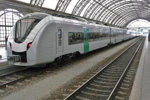 Jednotka Alstom Coradia Continental v Drážďanech. Foto: Rainerhaufe (Diskussion) 09:13, 13. Mai 2016 (CEST) [CC BY-SA 3.0 de (https://creativecommons.org/licenses/by-sa/3.0/de/deed.en)]