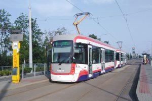 Tramvaj EVO1/o v Olomouci. Foto: Autor: Hanaaakkk – Vlastní dílo, CC BY-SA 4.0, https://commons.wikimedia.org/w/index.php?curid=79963398