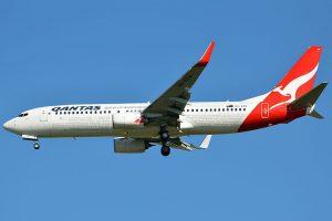 Boeing 737-800 letecké společnosti Qantas. Foto: Robert Frola [GFDL (http://www.gnu.org/copyleft/fdl.html) or GFDL (http://www.gnu.org/copyleft/fdl.html)]