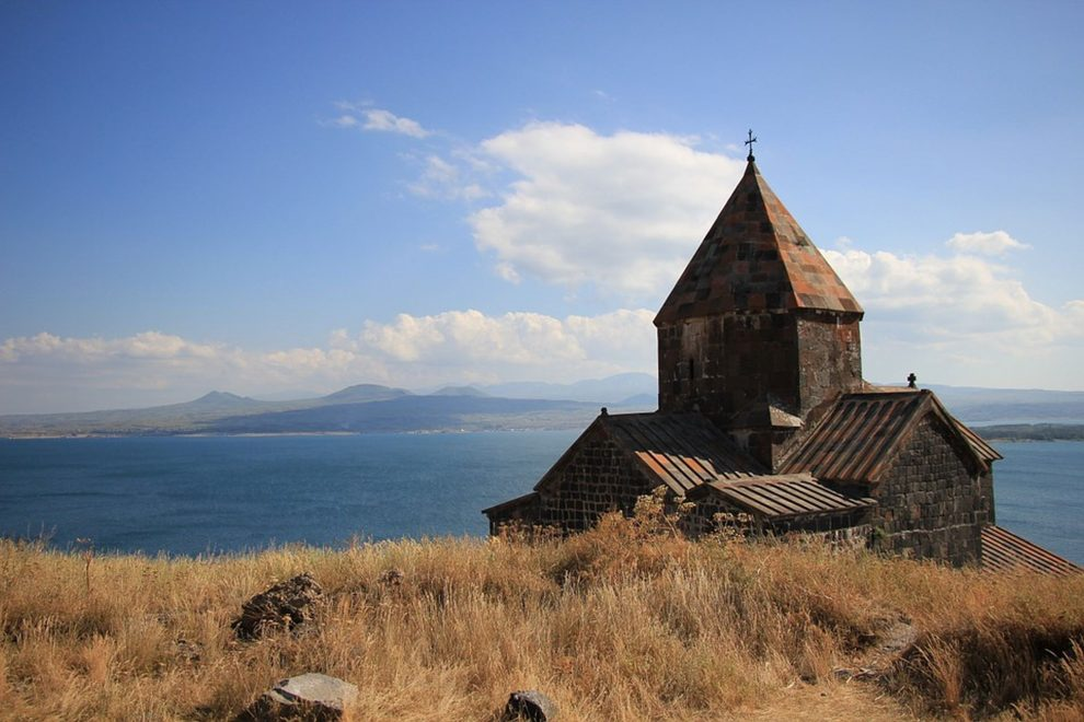 Jezero Sevan v Arménii. Foto: Delmee/ Pixabay.com