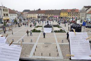 Náměstí v Brandýse nad Labem, přes které vedou silnice II/610 a II/101. Foto: M-Silnice