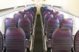 Třída Economy Plus a Economy (vzadu) na palubě CRJ-550. Foto: United Airlines