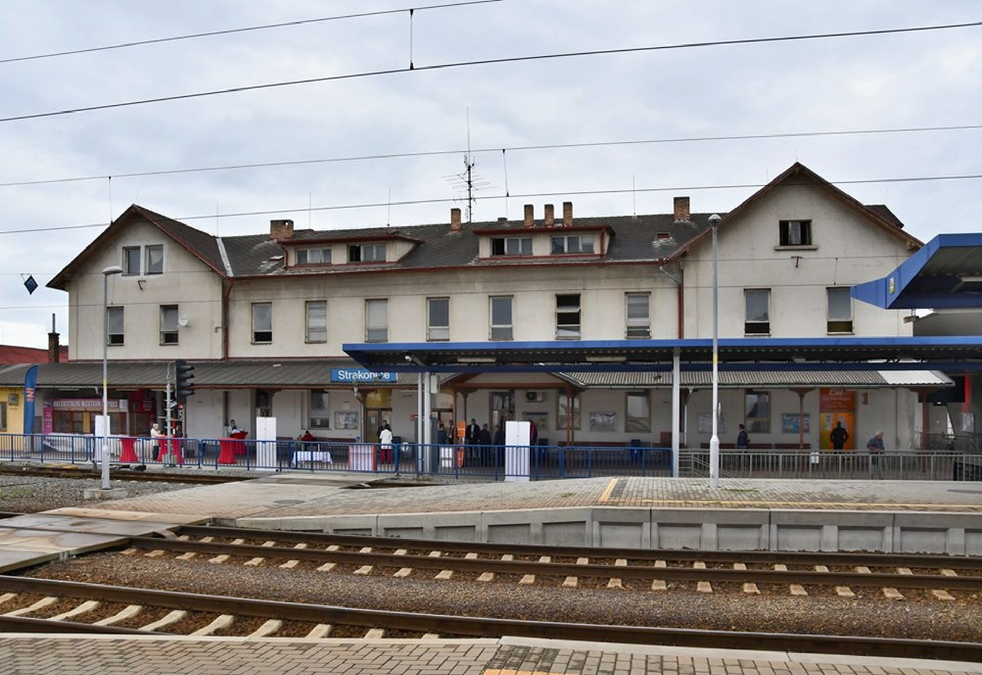 Výpravní budova ve Strakonicích před rekonstrukcí. Pramen: Správa železnic