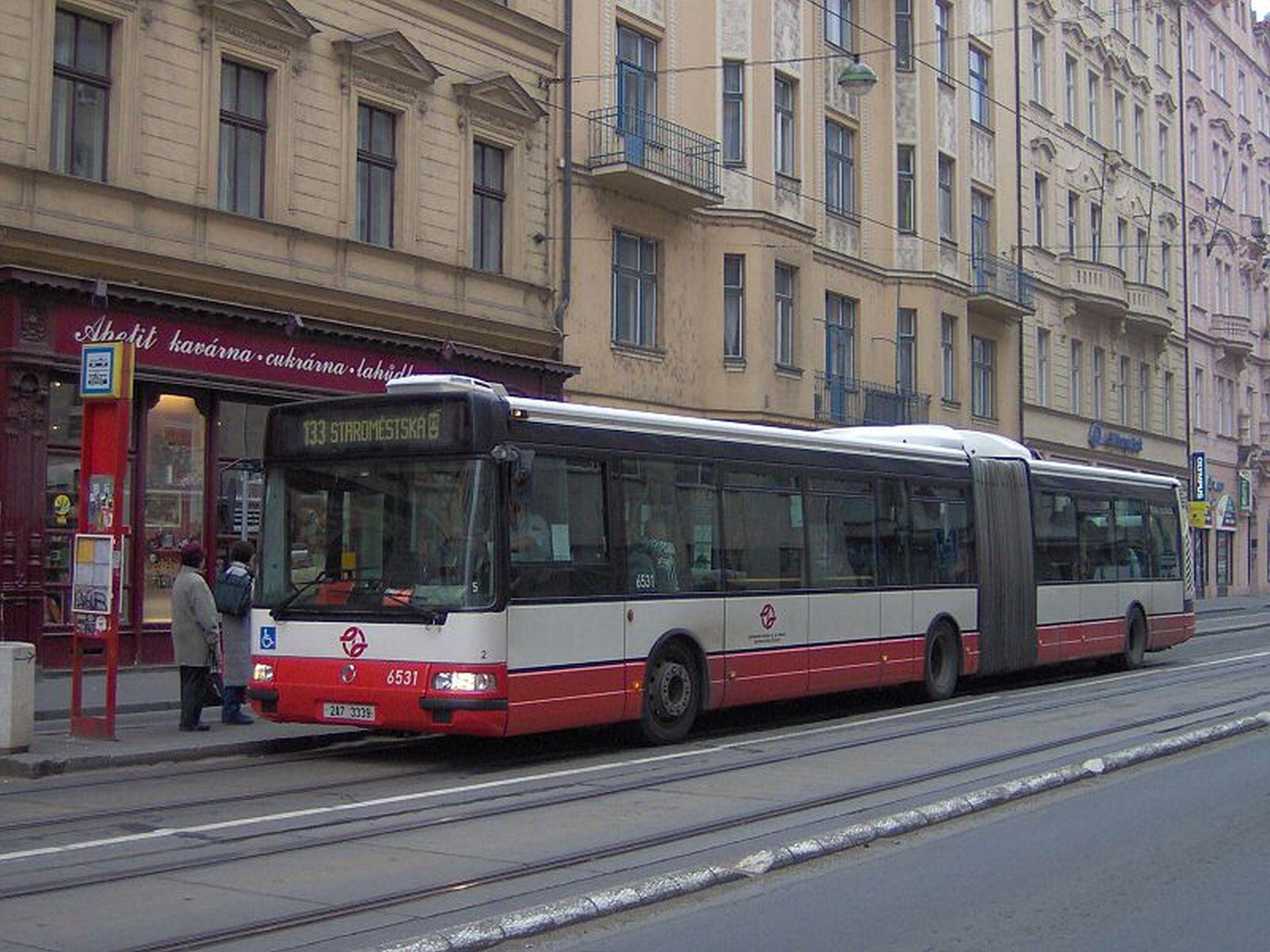 Autobus IrisBus Citybus v ulicích Prahy. Foto: Harald / Wikimedia Commons