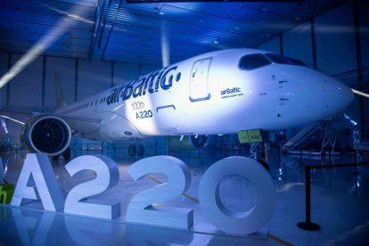 Ceremoniál předání stého A220. Foto: Airbus