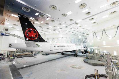 A220-300 v barvách Air Canada v lakovně. Foto: Airbus