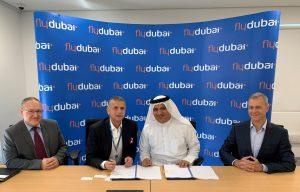 Podpis dohody o pronájmu letadel mezi zástupci flydubai a Smartwings. Foto: flydubai