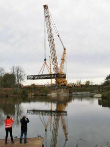 Snášení železničního mostu v Lužci. Autor: Tomáš Kolařík