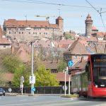 Nová tramvaj Siemens Avenio na vizualizaci v ulicích Norimberku. Foto: Siemens