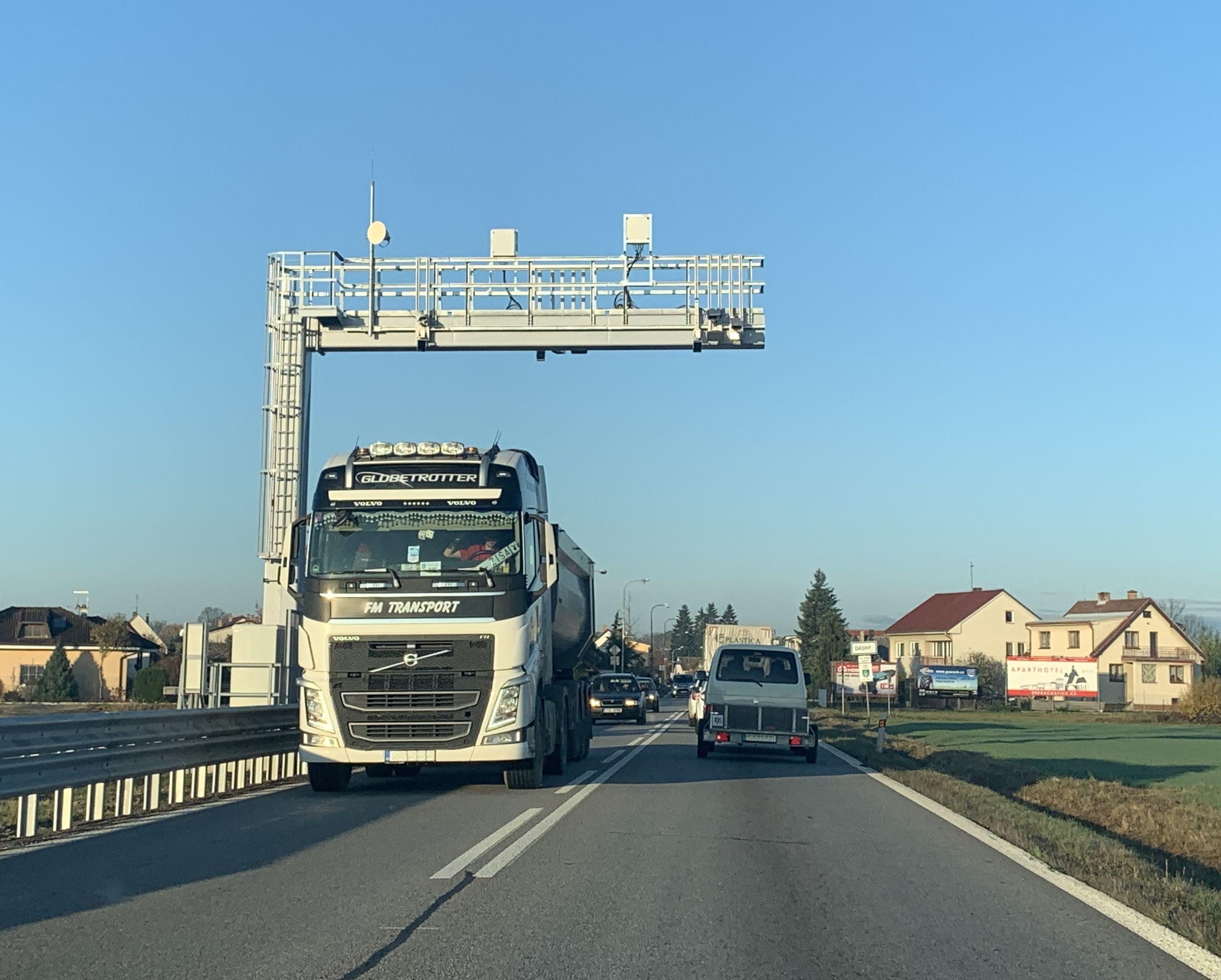 Nová kontrolní mýtná brána v Dasným u Českých Budějovic. Pramen: CzechToll