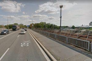 Nadjezd přes železniční trať na silnici I/35 v Hradci Králové. Foto: Google. Street View