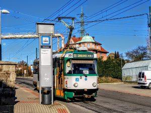 Tramvaj z Liberce do Jablonce nad Nisou v zastávce Pivovarská. Foto: Jan Sůra