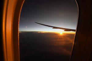 Druhé svítání během letu z Londýna do Sydney nad Indonésií. Foto: Qantas