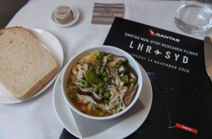 Catering během letu Londýn - Sydney. Foto: Qantas
