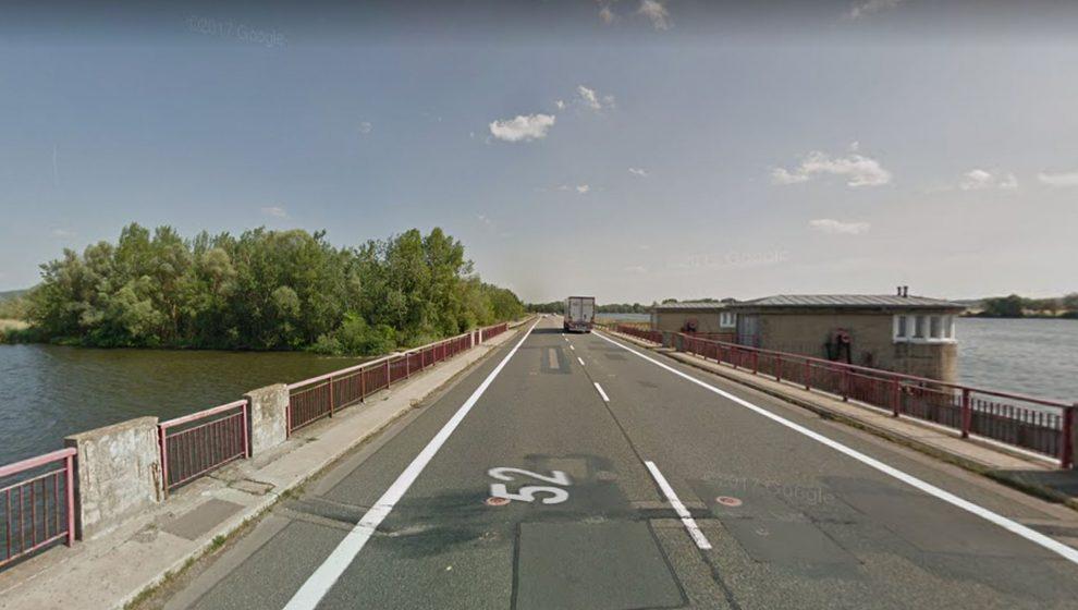 Most na silnici I/52 přes vodní dílo Nové Mlýny. Foto: Google