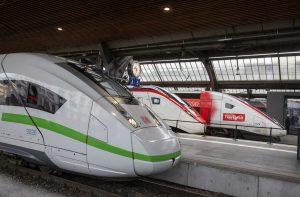 ICE 4, Giruno a TGV 2N2 na nádraží v Curychu. Foto: SBB