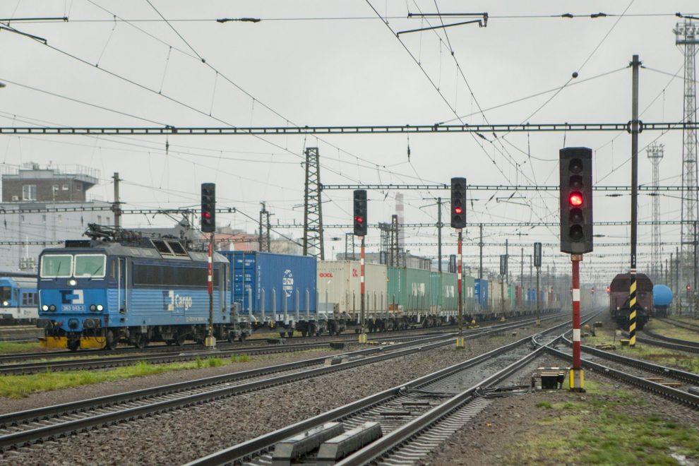 Nákladní vlak z Číny v Pardubicích. Foto: Petr Kadeřávek - Železniční magazín