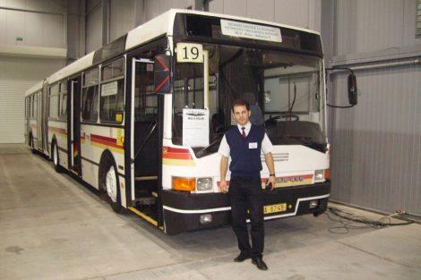 Milan Jiroš s Ikarusem 435 na výstavě Coach Progress v roce 2005. Pramen: Archiv Milana Jiroše