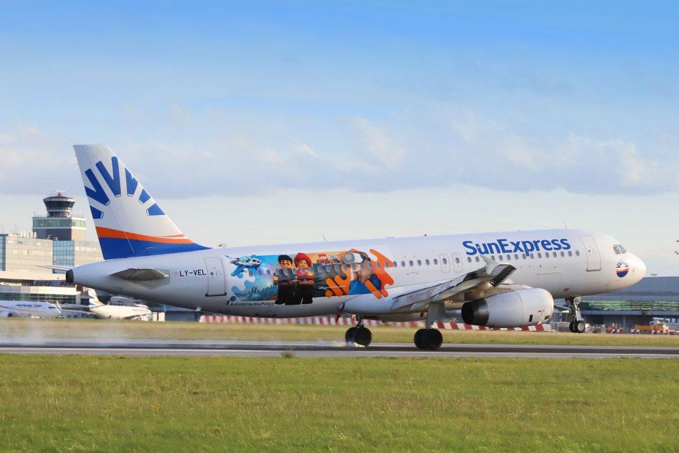 Airbus A320-200 společnosti Sun Express v Praze. Foto: Letiště Praha