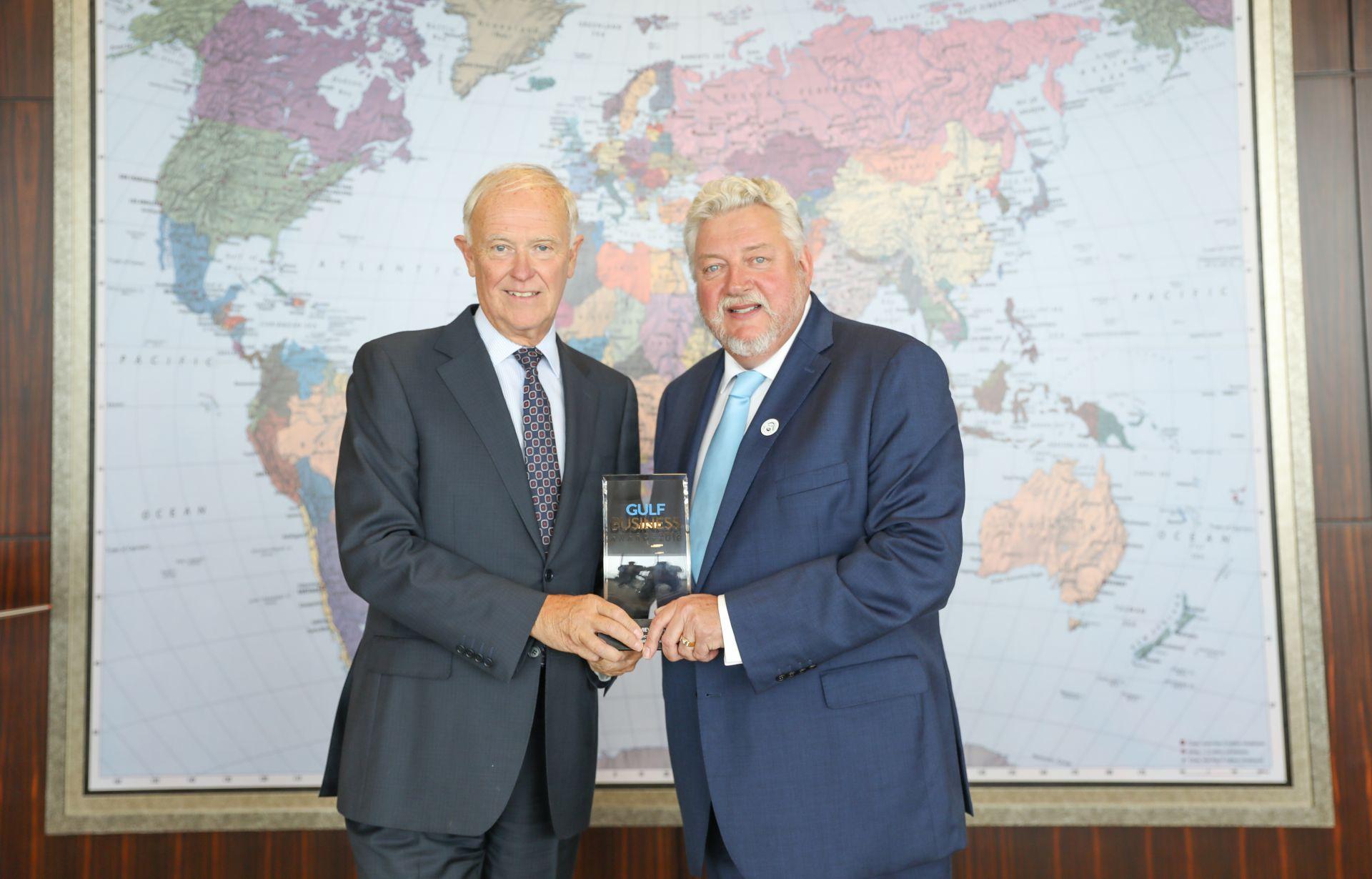 Tim Clark (vlevo), šéf Emirates. Foto: Emirates
