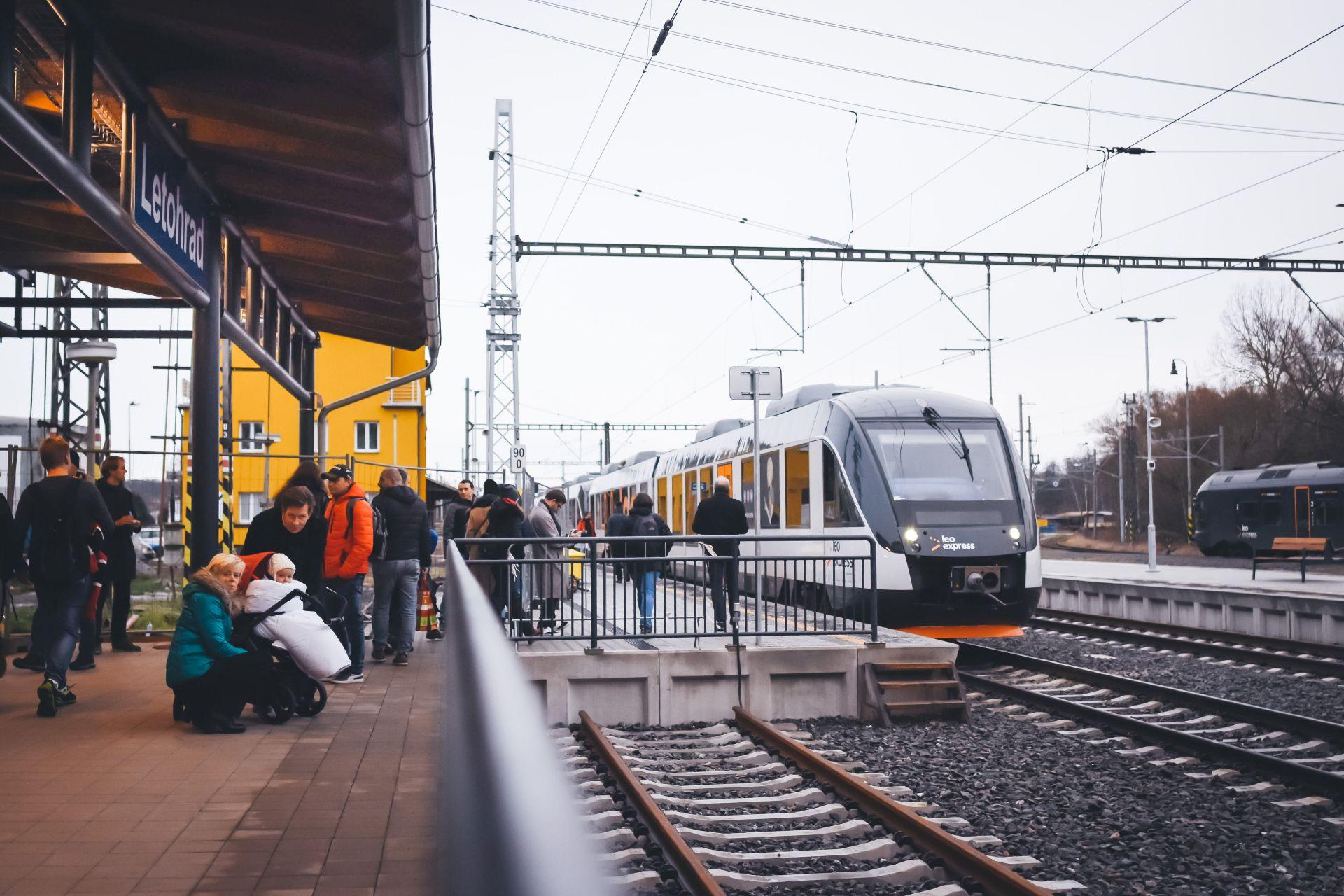 Jednotka Alstom Lint společnosti Leo Express v Letohradě. Foto: Leo Express