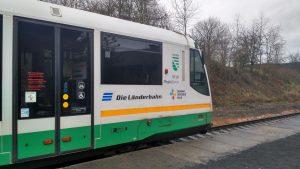 Vlak Die Länderbahn v 9:38 v Domoušicích. Foto: Jiří Zelenka