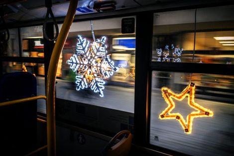Vánoční trolejbus 26Tr v Pardubicích. Foto: DPMP