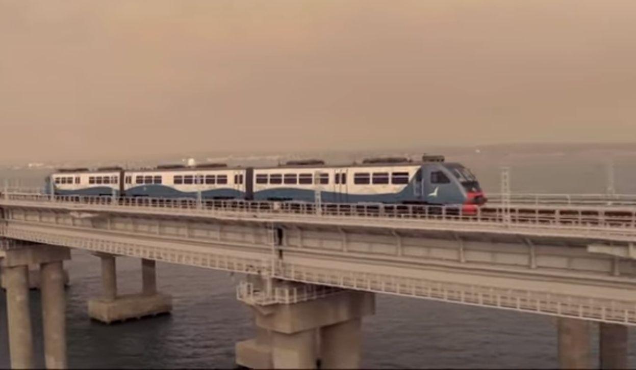 Vlak na mostě přes Kerčský průliv. Foto: Russia Today