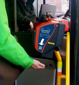 K odbavení v autobusech PID stačí nově i mobil. Foto: Ropid