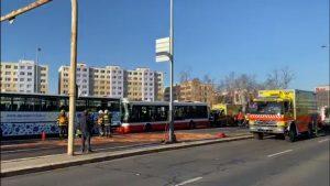Nehoda dvou autobusů v Praze. Foto: Hasiči Praha