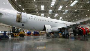 Příprava A320 registrace OK-HEU v ostravském hangáru.